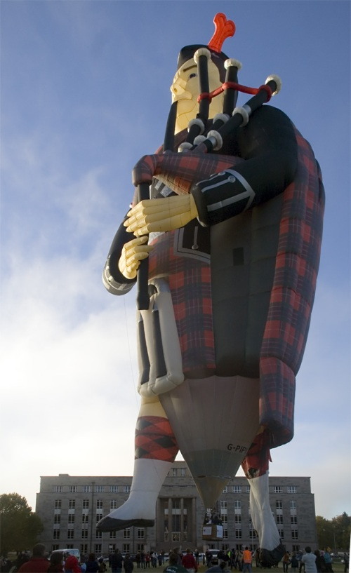 Q: What do Scotsmen have under their kilts? A: A burning sensation, and a basket. (Photo courtesy of Wikimedia Commons)